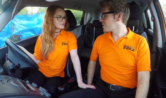 Redhead girl in the car does not waive the opportunity to have sex