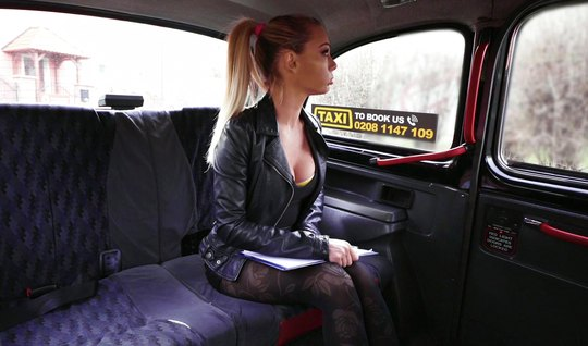The blonde in the car wants to suck the driver with a stick for the trip and give it in the pussy