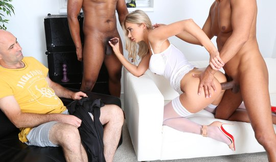 The husband sees the betrayal of a blonde in stockings and spiers with two cocky blacks