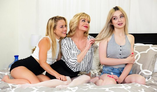 Lesbian blondes group in bed let them all squirt