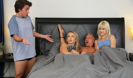 Swingers have fun in bed in all positions and achieve multiple orgasms