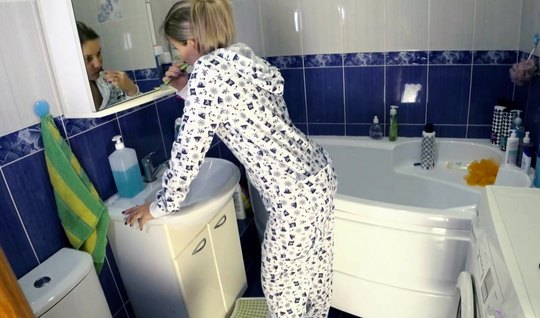 The guy lowered his pajamas at home in the bathroom with the girl and fucked cancer in front of the mirror
