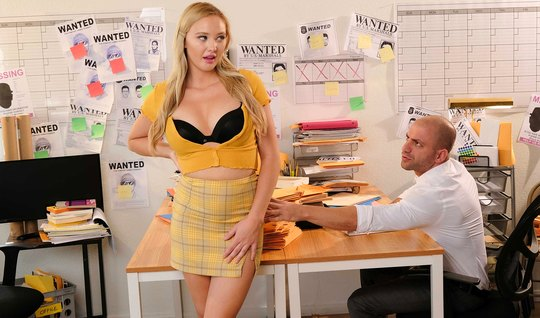 A beautiful blonde in the office gives a mature shaved colleague a pussy on the table